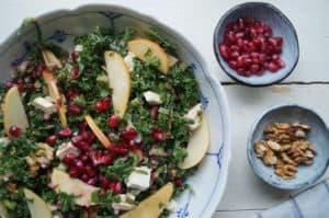 Grønkålssalat med æble og feta