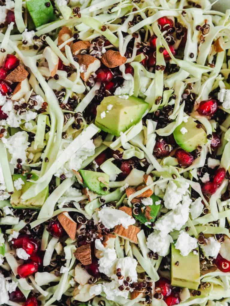 Quinoasalat med granatæblekerner og feta