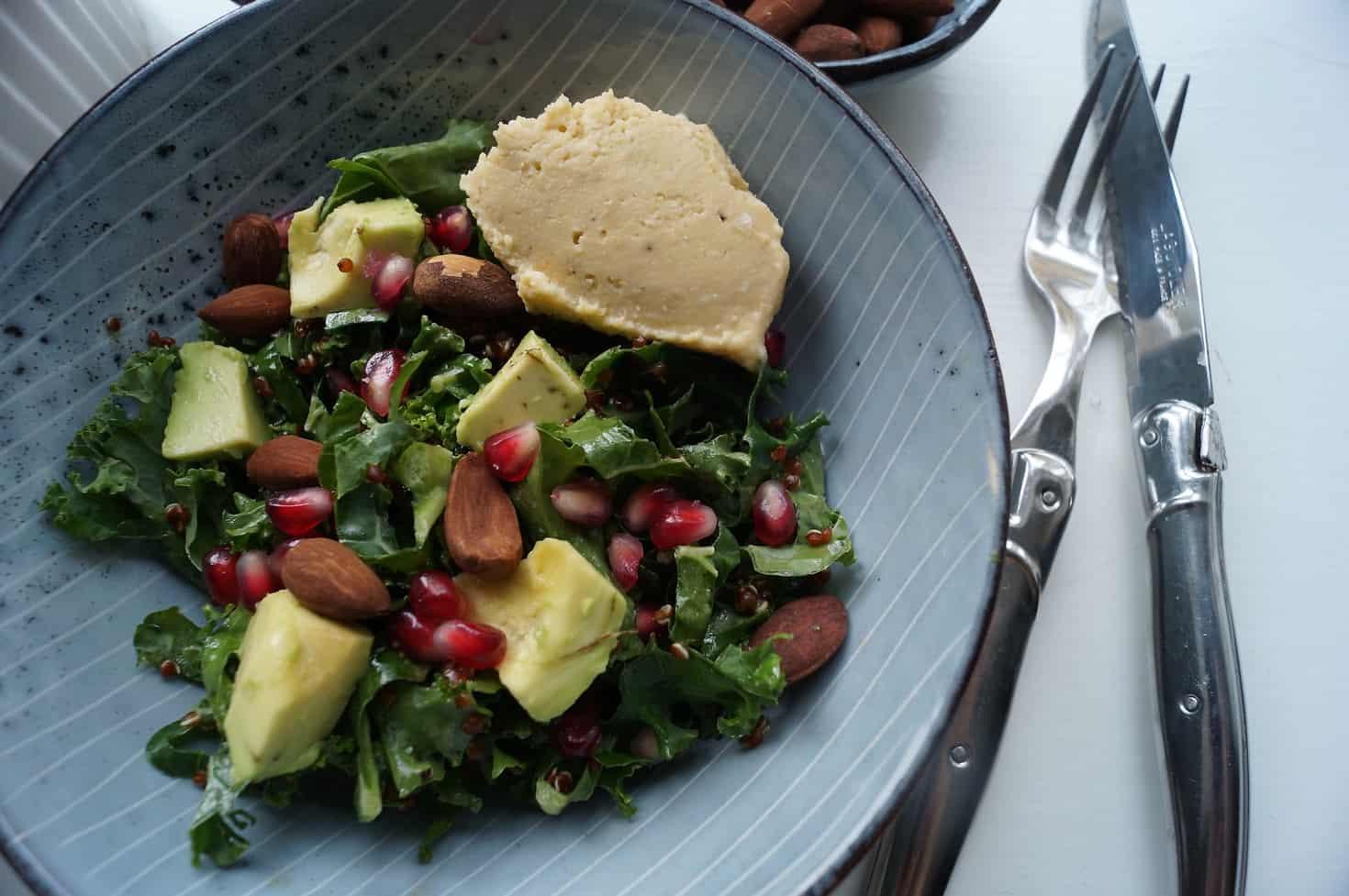 Quinoasalat med grønkål og avokado