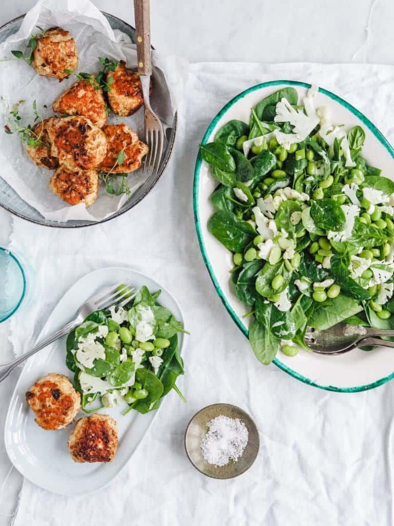tilbehør til grøn spinatsalat med babyspinat