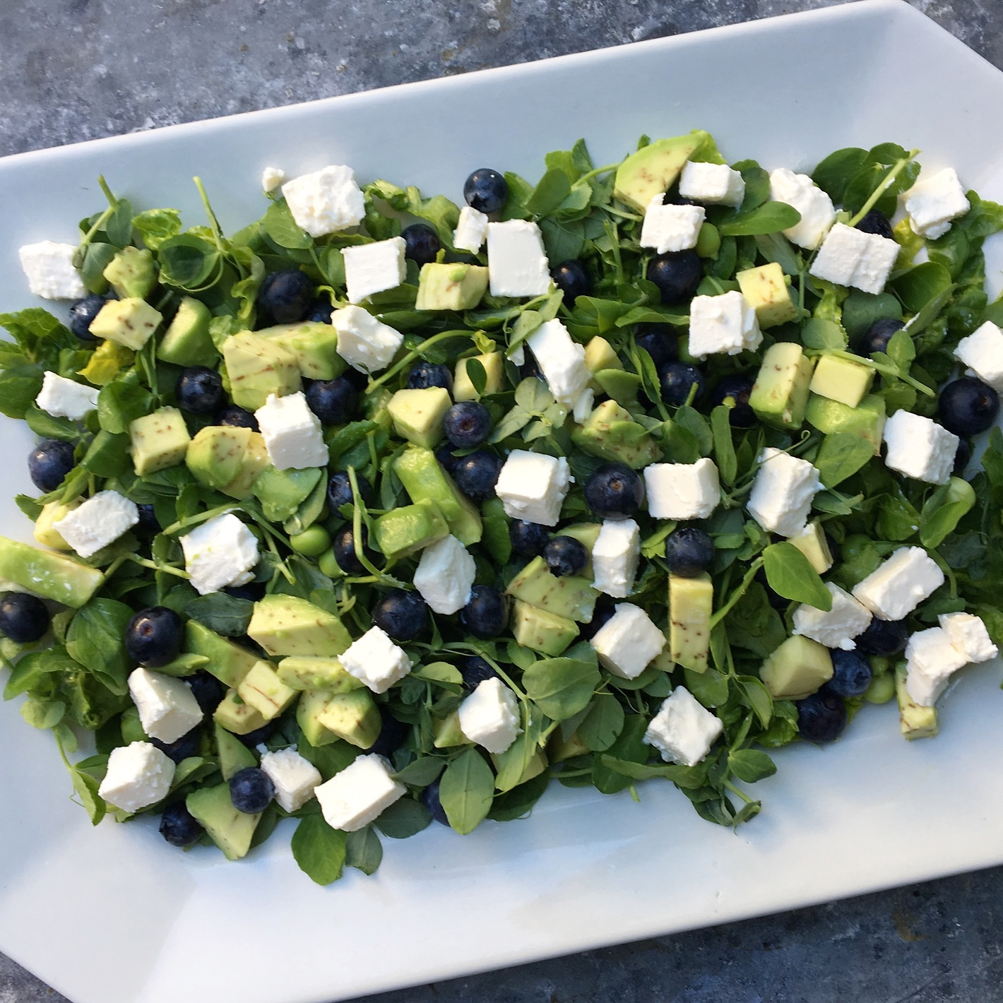 Salat med blåbær, feta og avocado