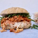 Pulled chicken burger med sund coleslaw