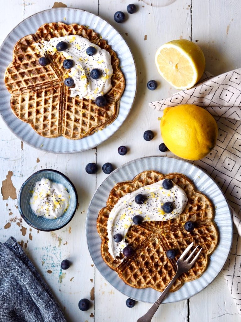 Citronvafler med blå birkes og vaniljecreme