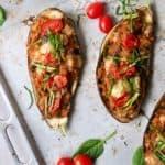 Fyldte auberginer af linser og grøntsager
