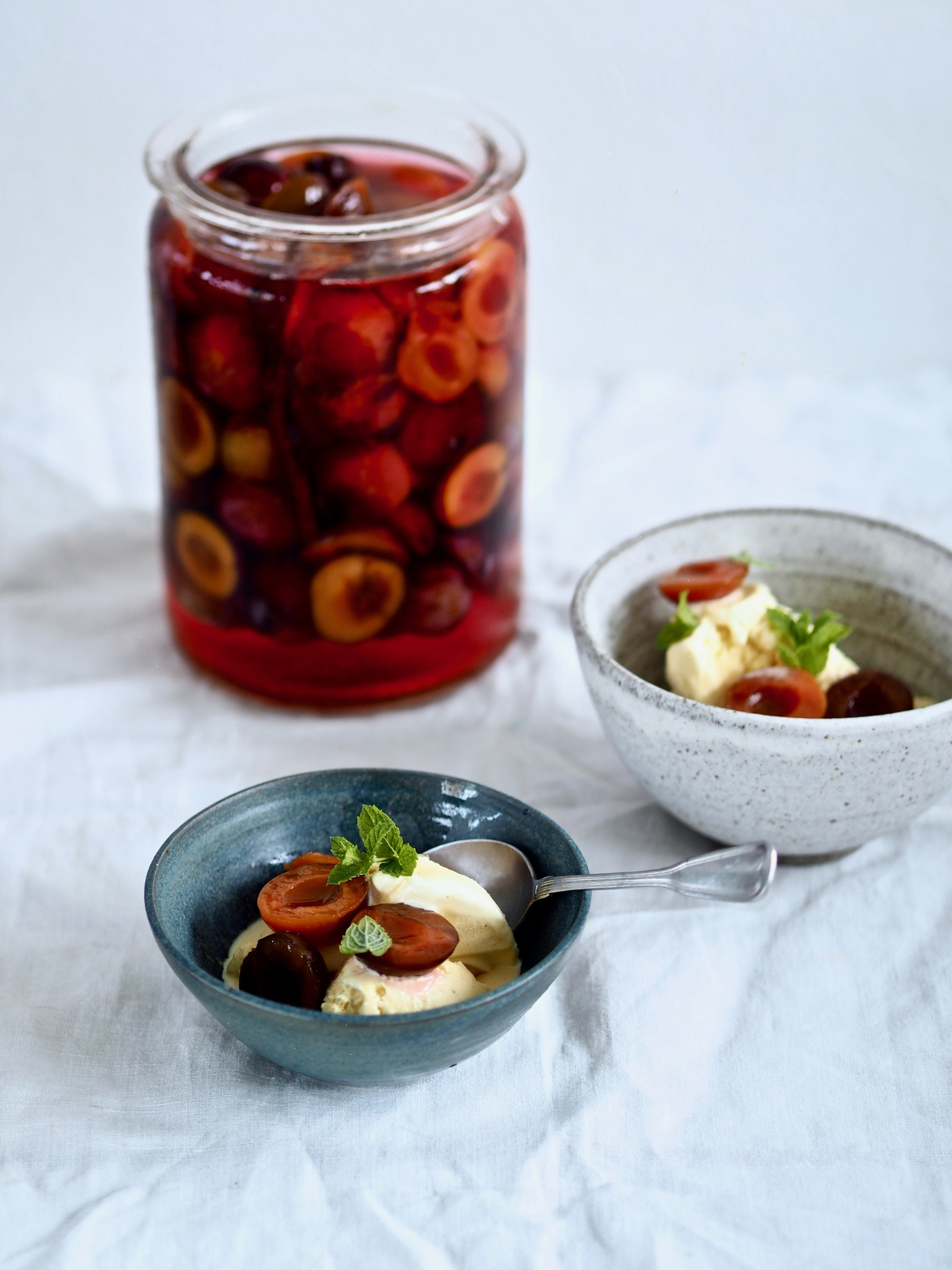 Syltede blommer i kanel - perfekt til dessert, oste og morgenmad