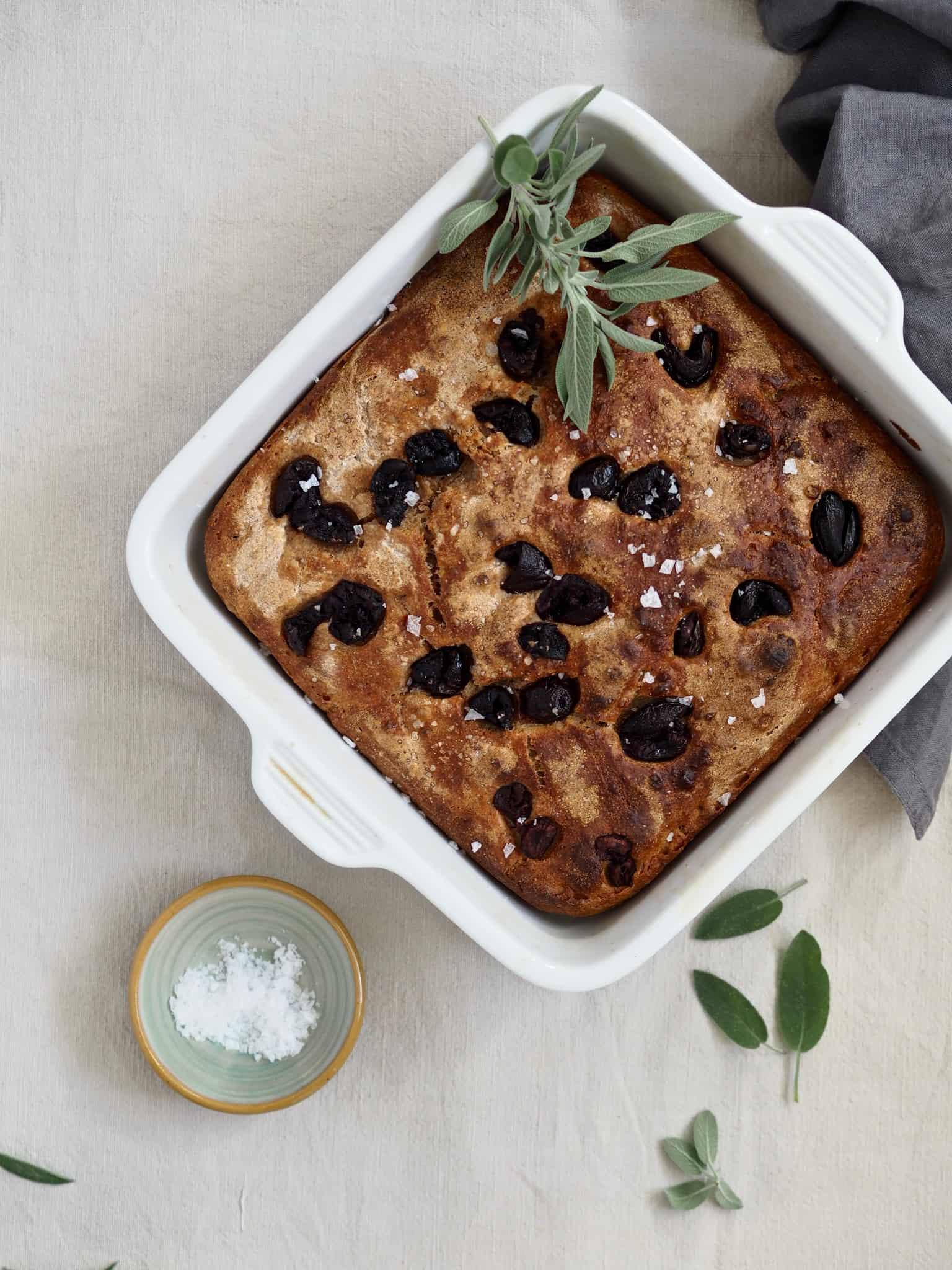 Foccacia med oliven - bagt med surdej