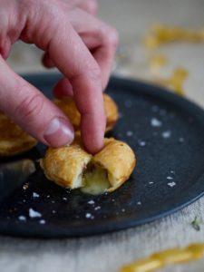 Salte æbleskiver med brie og trøffel