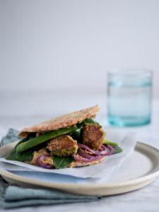 Pitabrød med falafler og hummus