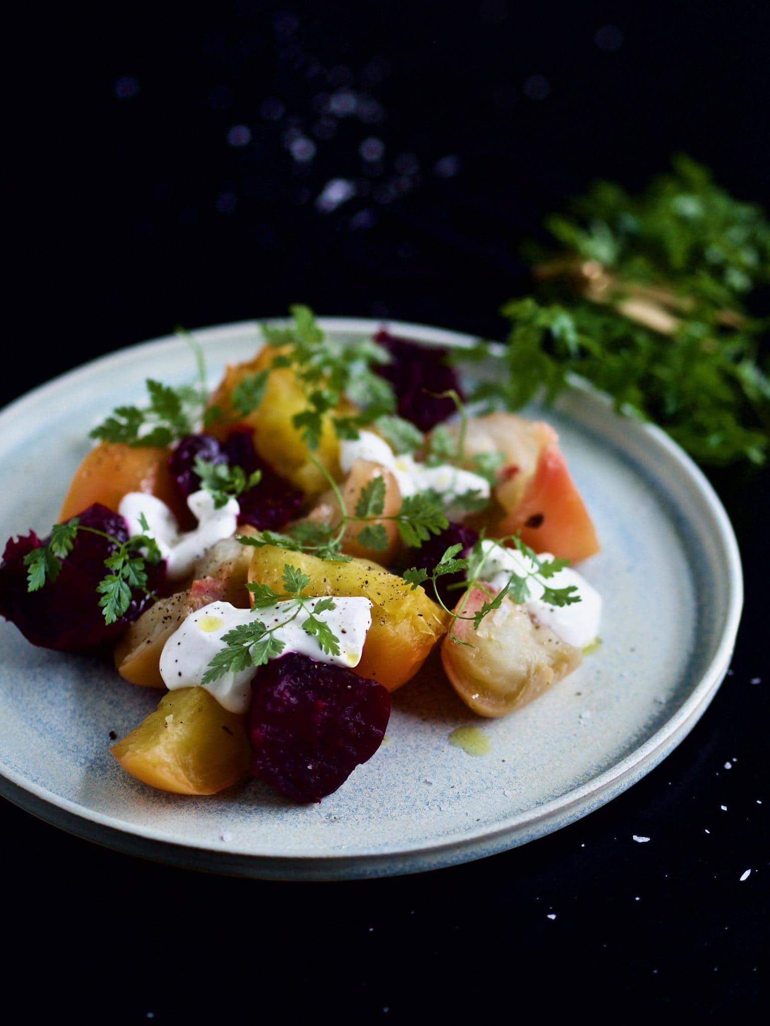 Salat med blandede beder og urter