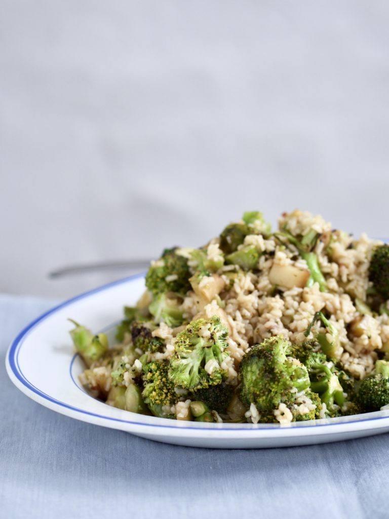 nem salat med broccolistok
