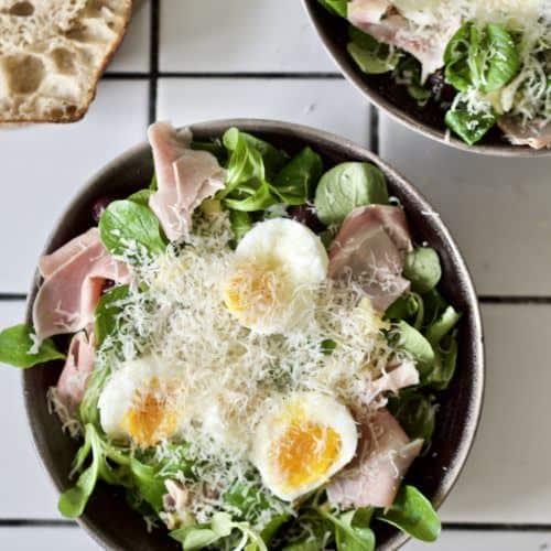 Opskrift på salat med æg og ost