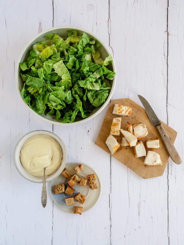 Inrgredienser til Cæsar salat med kylling