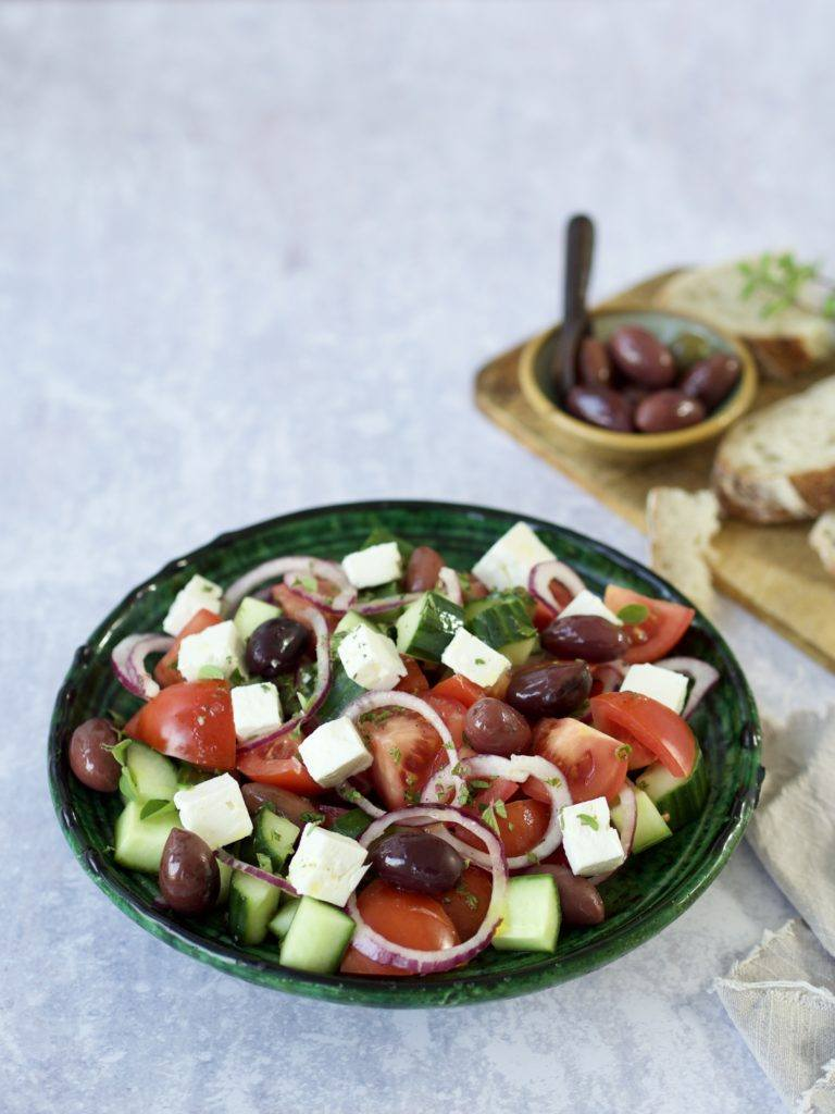 Græsk salat med agurk og feta