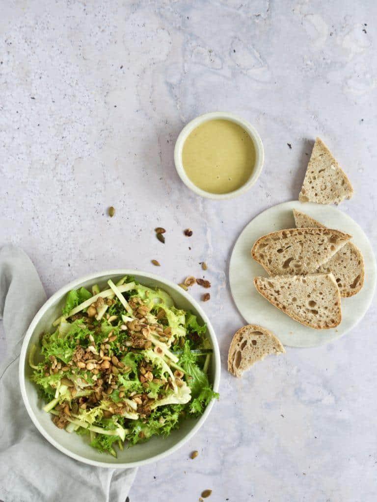 Grøn salat med dressing opskrift