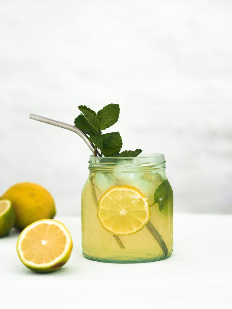 Lemonade med mynte og citron
