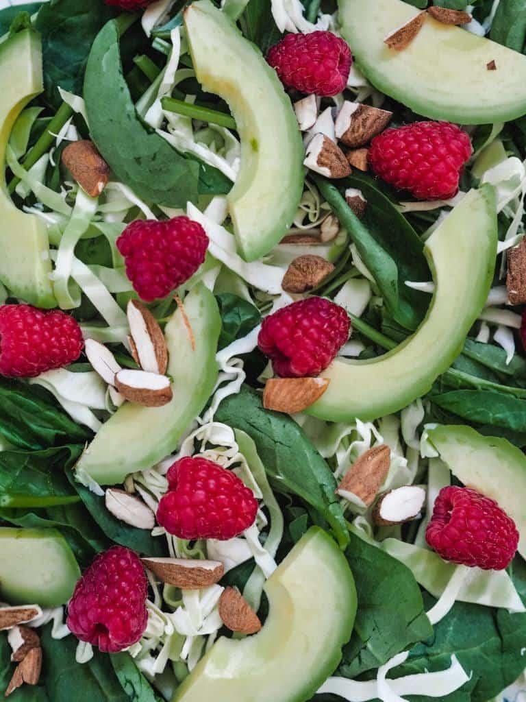 salat med hindbær og mandler