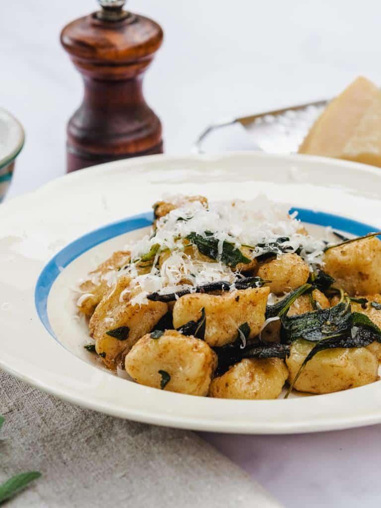 Gnocchi med brunet smør og parmesan