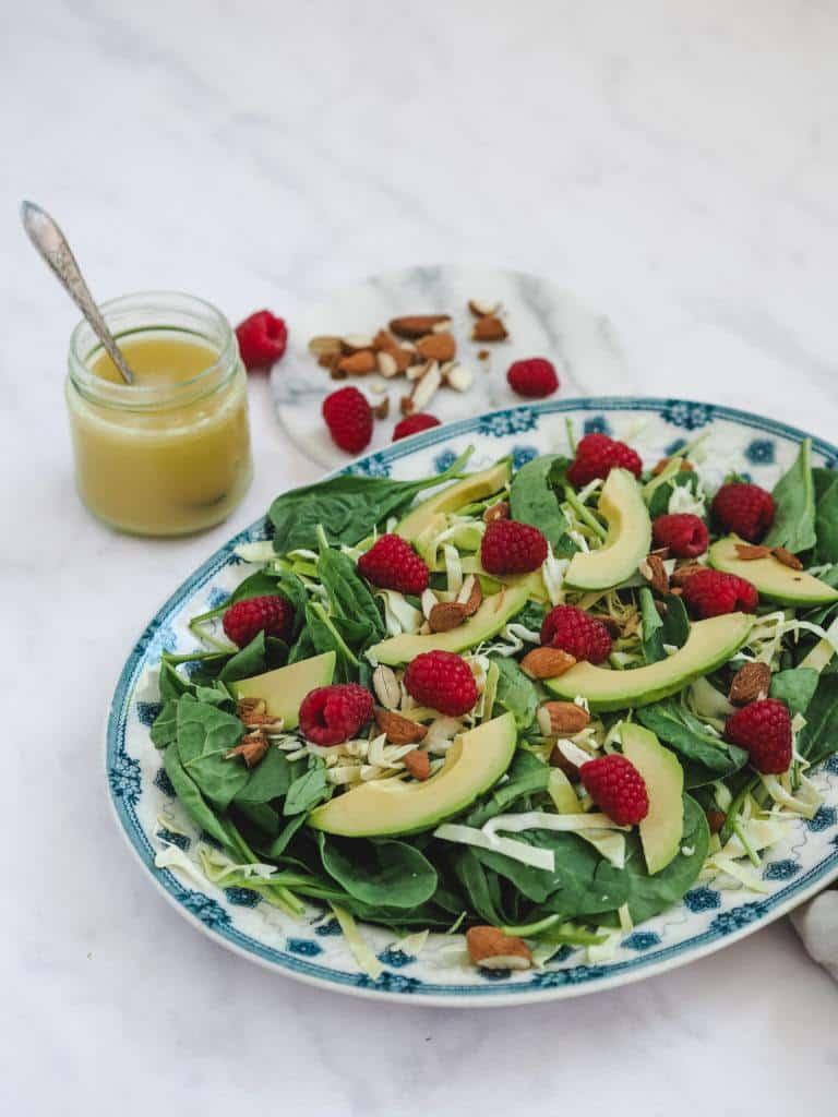 spidskålssalat med hindbær og avocado
