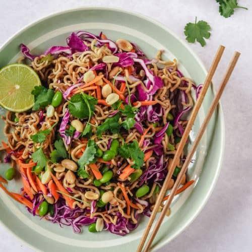 Asiatisk nudelsalat med spidskål