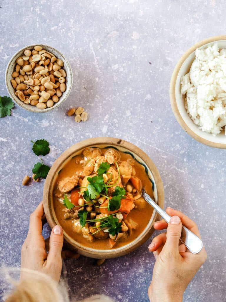 Massaman curry med kylling og ris