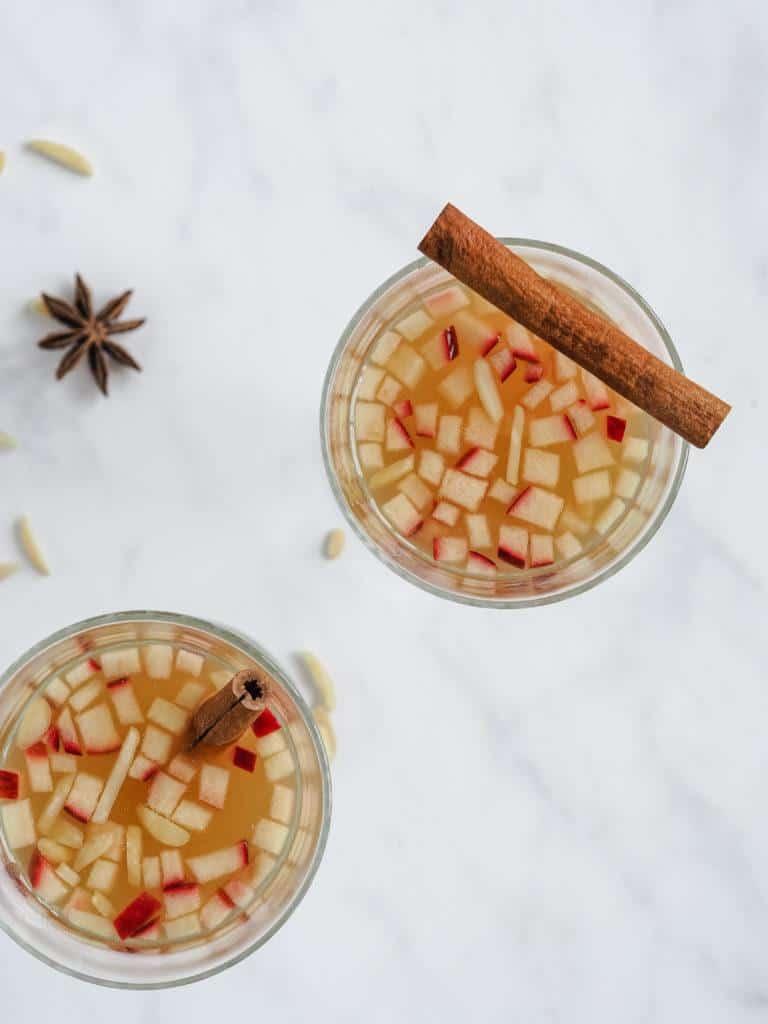 Varm æblegløgg med kanel
