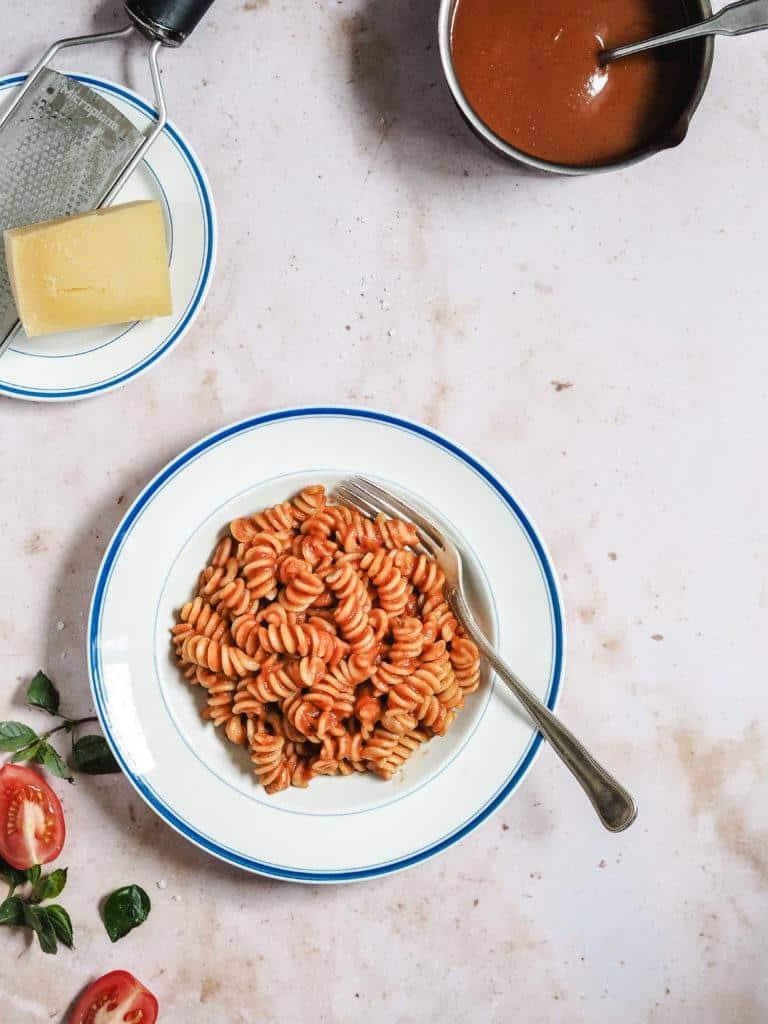 opskrift på pasta med tomatsauce