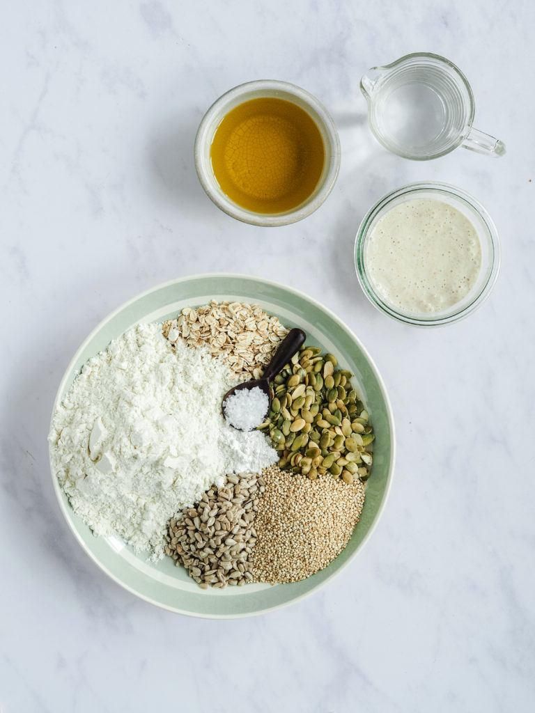 ingredienser til knækbrød med surdej