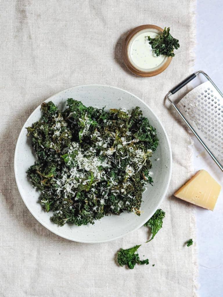 sprøde Grønkålschips med parmesan