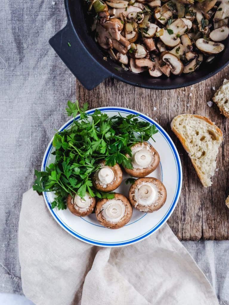 Ingredienser til fransk champignonsuppe