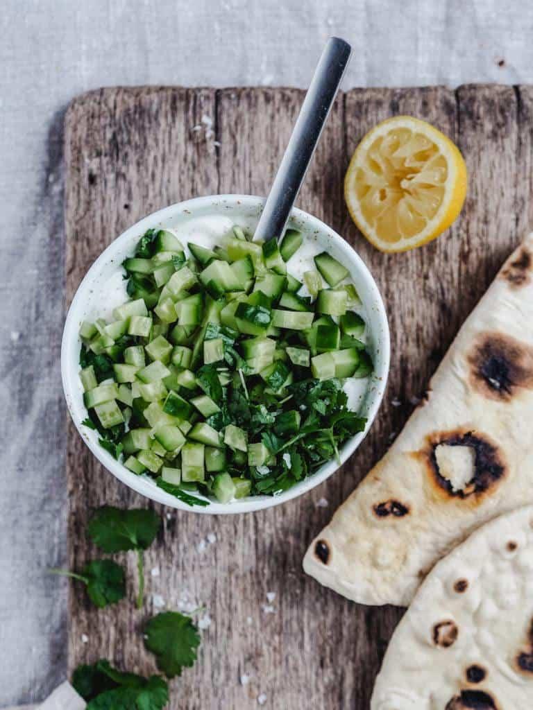 Raita dressing med agurk, mynte og yoghurt