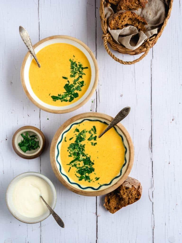 nem og cremet gulerodssuppe
