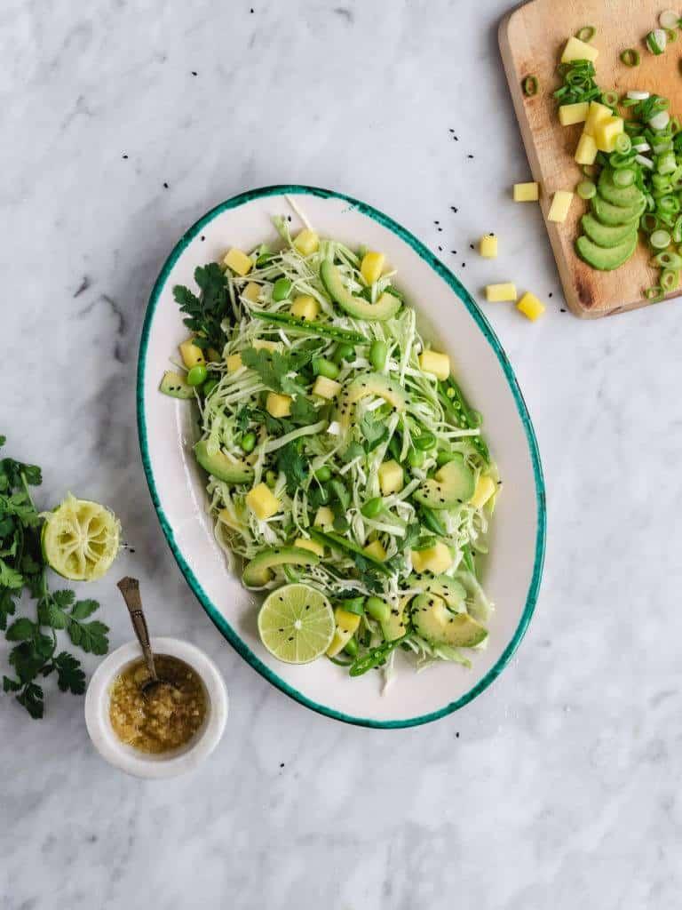 Grøn salat med mango og avocado