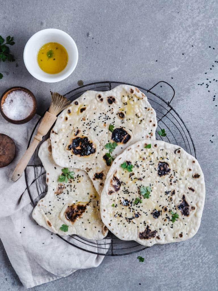 Indiske naanbrød på panden