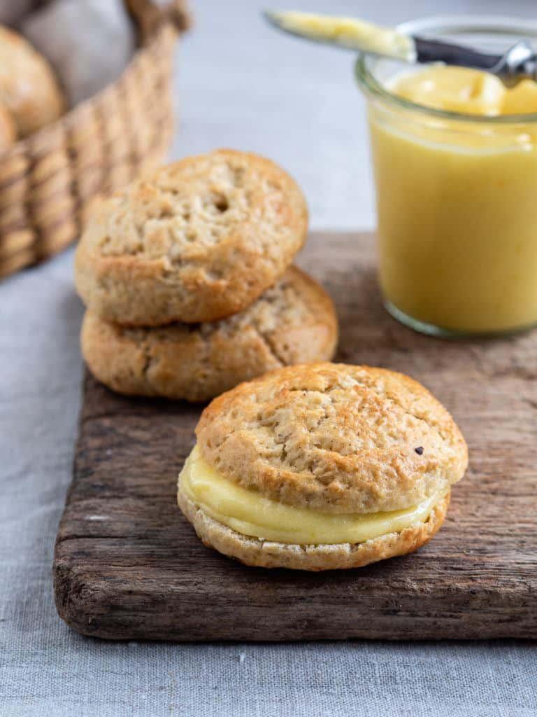 scones med lemoncurd