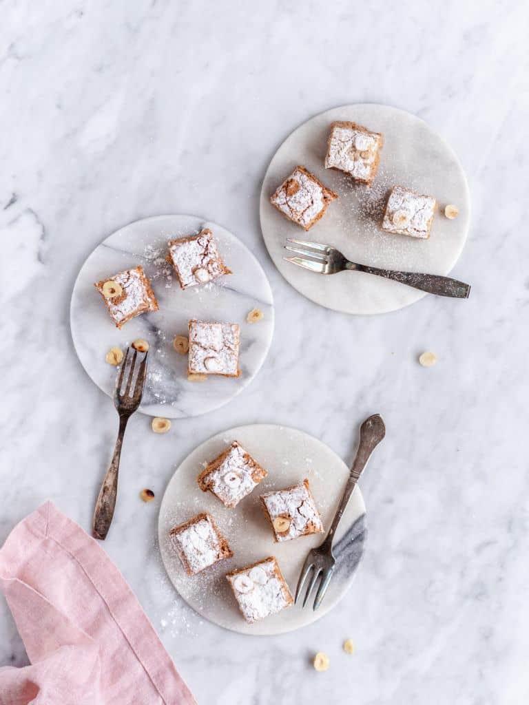 Fragilite kage stykker med nougat og mokka