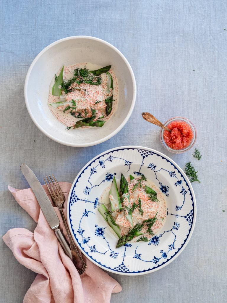 bagt torsk med grønne asparges