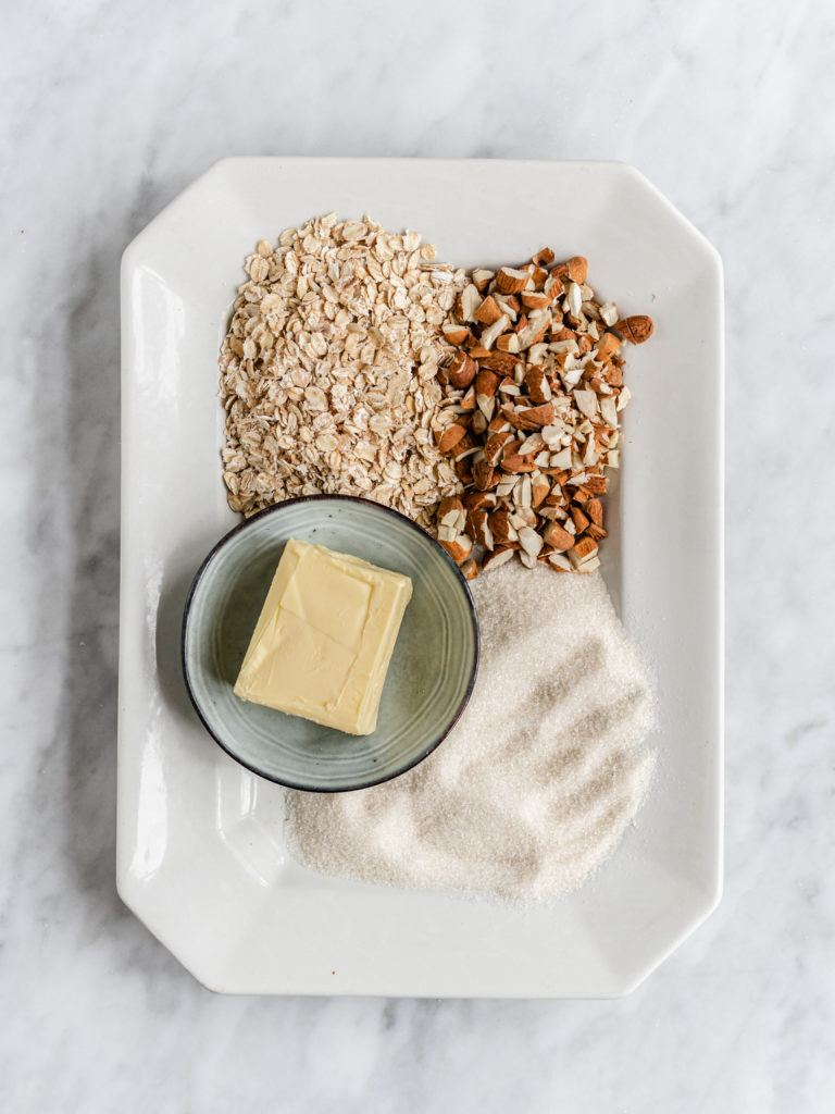 ingredienser til rabarbercrumble