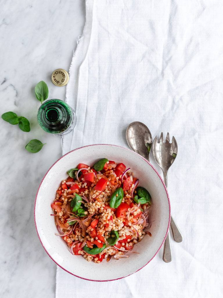 perlebygsalat med tomater