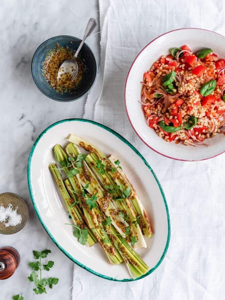 salat med perlebyg og tomater