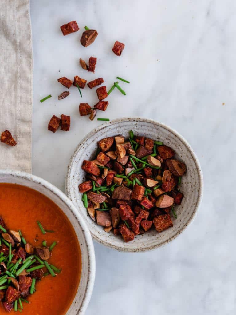tomat og peberfrugtsuppe