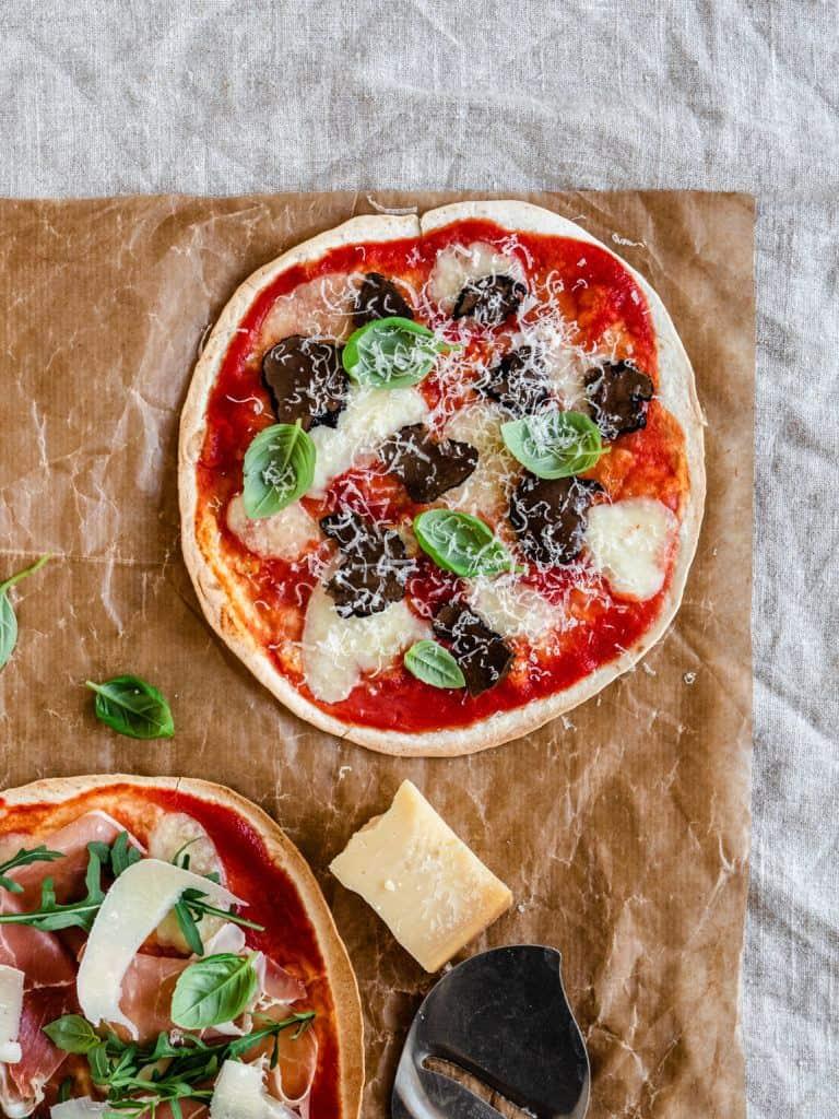 Hurtig tortilla pizza til aftensmad