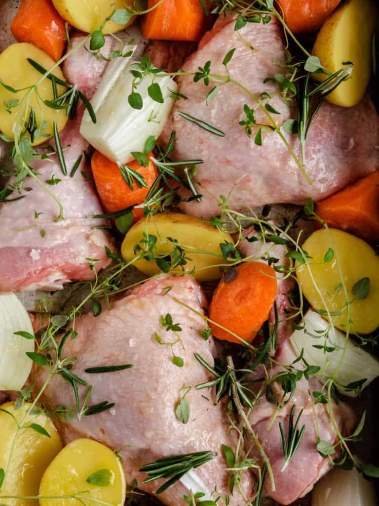 Kyllingelår i ovn med grøntsager og kartofler