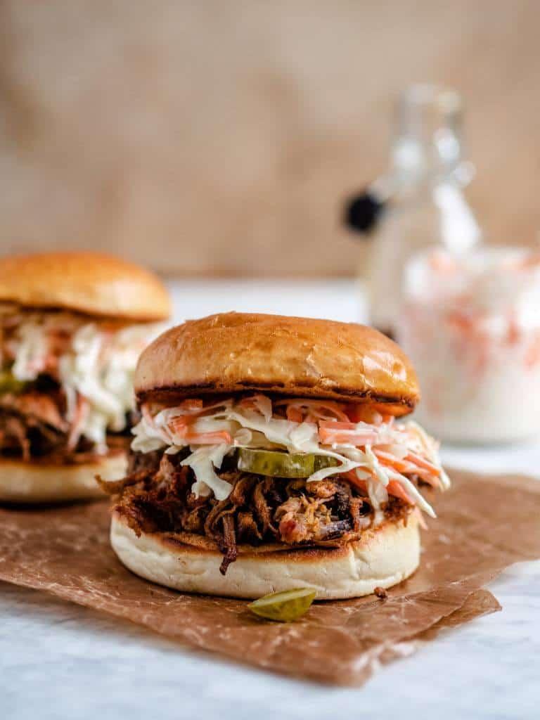Pulled pork burger med tilbehør
