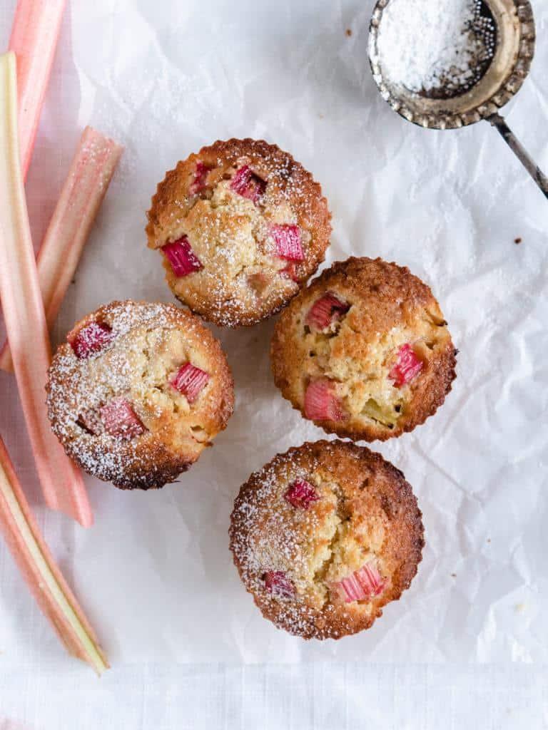 Rabarbermuffins med hvid chokolade