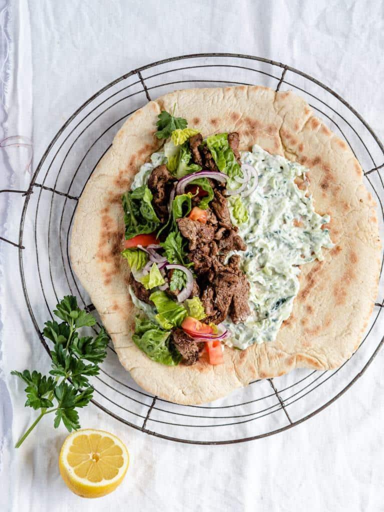 Gyros med græske krydderier og nem mariande