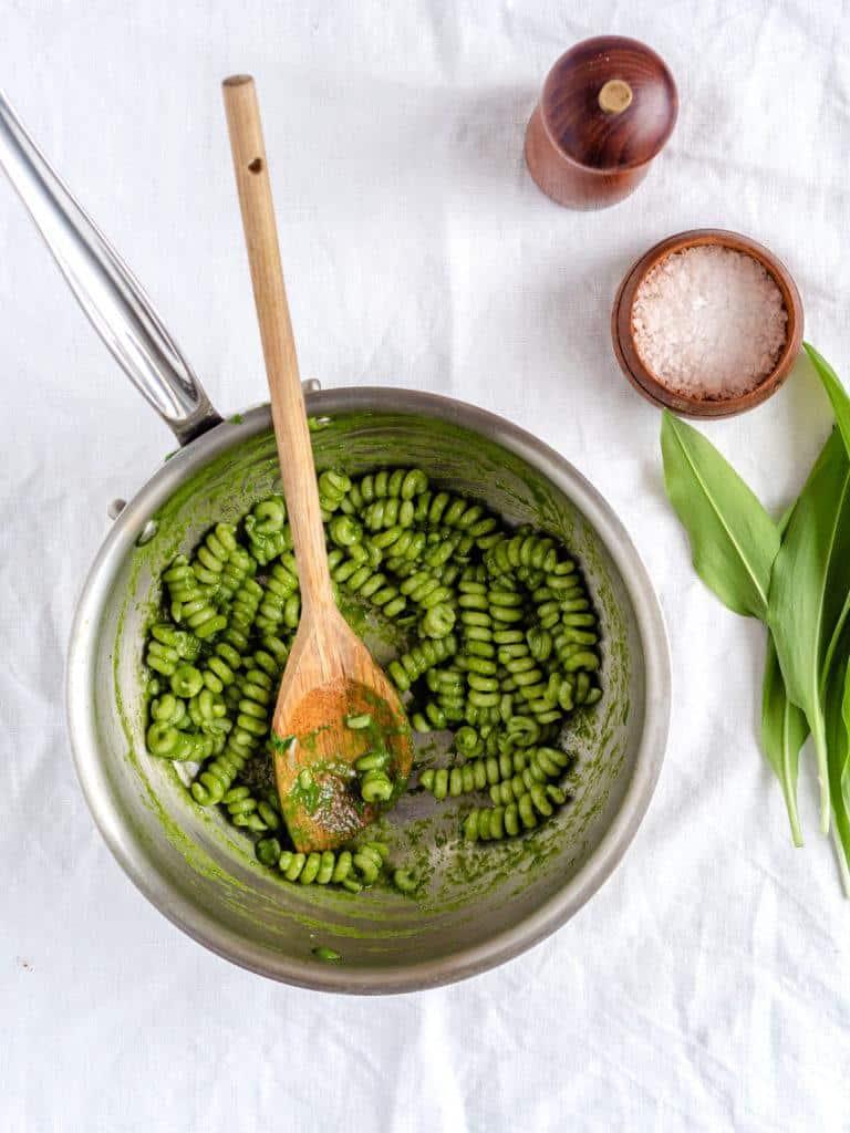 Pasta med ramsløgsblade