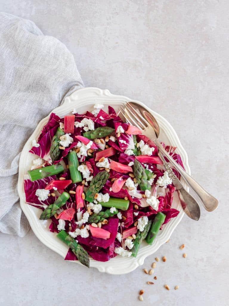 Salat med rabarber og asparges