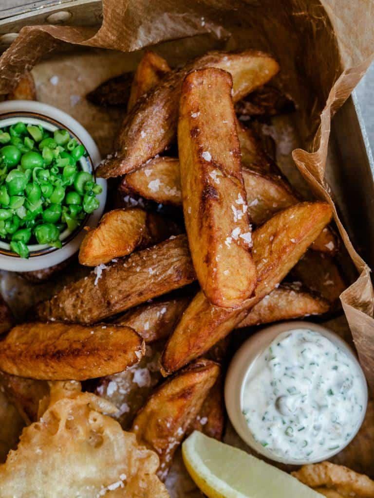 opskrift på fish and chips med dressinger