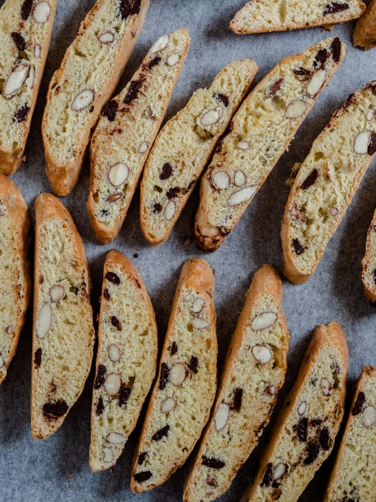 Opskrift på sprøde biscotti med mandler og chokolade