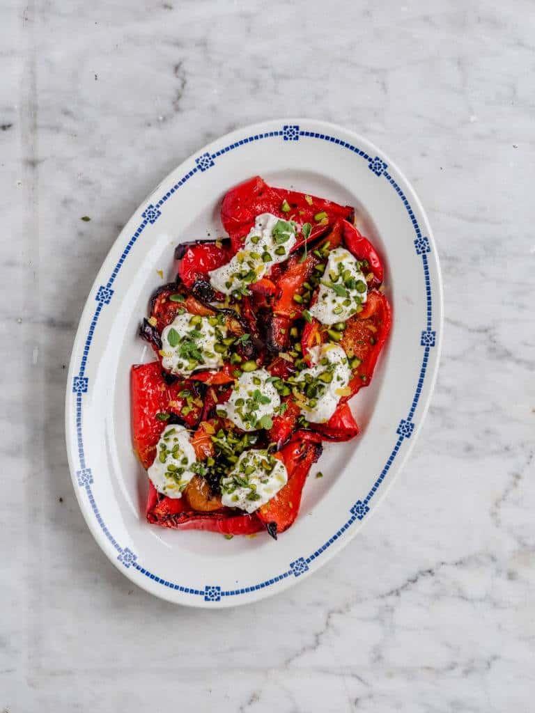 Grillede peberfrugter med ricottacreme og pistacienødder